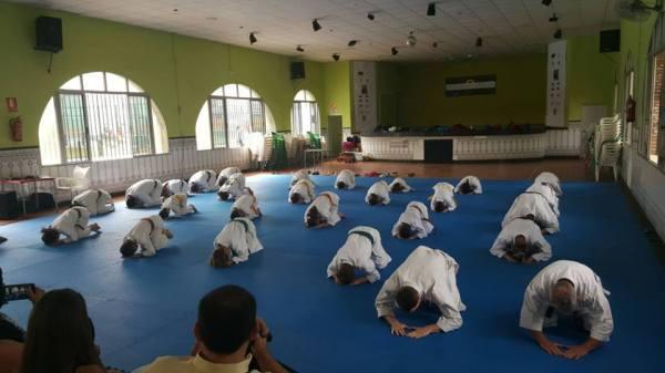 Saludo inicial de la Exhibición de Karate celebrada en el C.S.D.C. Las Portadas de Dos Hermanas