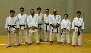 Karatekas de Kidokan asistentes al curso junto al campeón Manuel Rasero