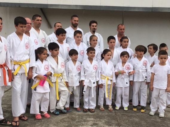 Algunos de los participantes en la exhibición de Shin Budo, Bujutsu Dojo y Kidokan