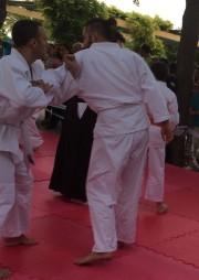 Alumnos de Jujutsu del Gimnasio Kidokan Sevilla practicando durante la exhibición