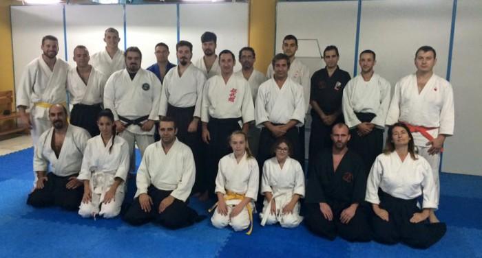 Foto de grupo de los asistentes al curso, fundamentalmente de las escuela Kobukan, Bujutsu Dojo y Kidokan