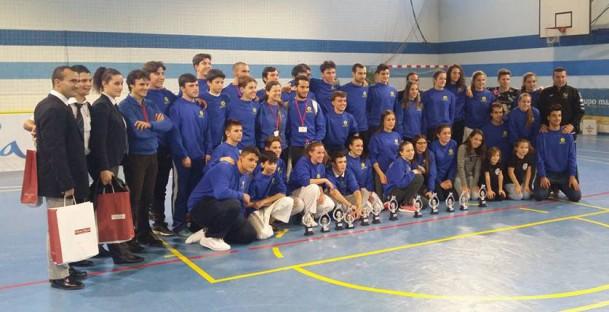 Expedición de la Delegación Sevillana de Karate, incluyendo competidores, coachs y árbitros