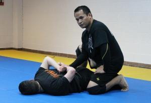 Control en el suelo, tanto de piernas como de brazos, al finalizar una secuencia técnica