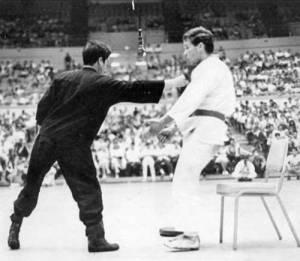 """El """"puñetazo de una pulgada"""" de Bruce Lee"""