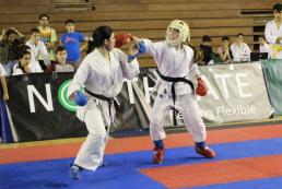 Noelia García ejecutando Kizami tsuki