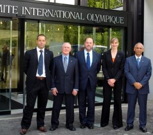D. Antonio Espinón (en el centro) en la sede del Comite Olímpcio Internacional