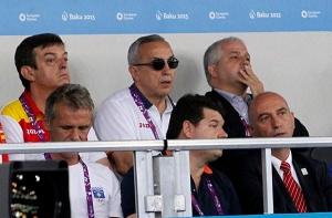 D. Ajejandro Blanco, presidente del COE, disfrutando del Karate los Juegos Europeos del Deporte junto a D. Antonio Moreno
