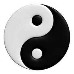 En conocido símbolo del Yin y el Yang, que representa su unión y la presencia de yin en el yang y yang en el yin