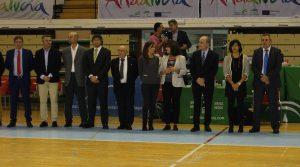 Autoridades presentes en el acto de inauguración, incluyendo al alcalde de Málaga, Franscisco de la Torre, y a María José Rienda, Directora de Deportes de la Junta de Andalucía